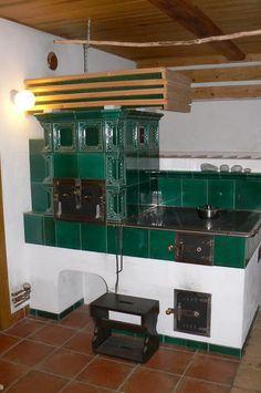 Kachlový sporák vkusně doplňuje interiér Stoves, Loft, Furniture, Home Decor, House, Decoration Home, Skillets, Room Decor, Stove