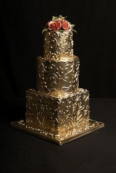 WOW! Talk about the Midas touch ha ha Let me know if you get that :D Beautiful cake! Very ornat and unique. I love it!!..K♥