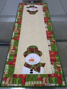 Table Runner And Placemats, Burlap Table Runners, Table Runner Pattern, Quilted Table Runners, Christmas Sewing, 12 Days Of Christmas, Christmas Crafts, Christmas Decorations, Holiday Decor