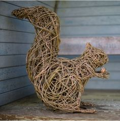 Red Squirrel The sculptures are made using British willow that is… Willow Weaving, Basket Weaving, Driftwood Sculpture, Sculpture Art, Outdoor Sculpture, Garden Sculpture, Garden Crafts, Garden Art, Willow Garden