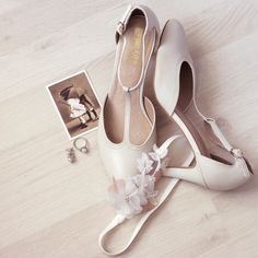 Wedding flat lay via @heilibridal
