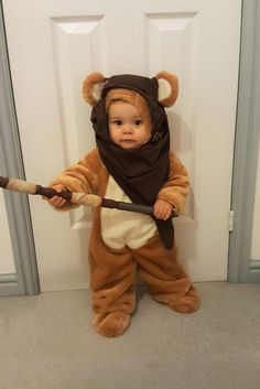 Baby Costumes Make your own baby or toddler ewok costume for Halloween and Comic Con Do You Realize Baby Girl Halloween, Unique Toddler Halloween Costumes, Baby Halloween Outfits, Toddler Costumes, Boy Costumes, Halloween Kostüm, Costume Ideas, Baby Costumes For Boys, Star Wars Halloween Costumes