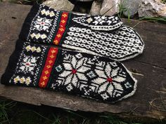 Ravelry: dom-klary's Hand-Knitted Norwegian Mitts Fair Isle Knitting, Hand Knitting, Chart Design, Knit Mittens, Hand Warmers, Ravelry, Knit Crochet, Gloves, Pairs