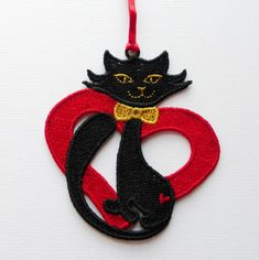Heart Cat decoration. Embroidered Lace £3.50