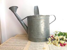 Retrouvez cet article dans ma boutique Etsy https://www.etsy.com/fr/listing/523169906/french-old-galvanized-watering-can