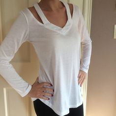 White top! Perfect condition. Worn once! Fits like a small/medium Tops Tees - Long Sleeve