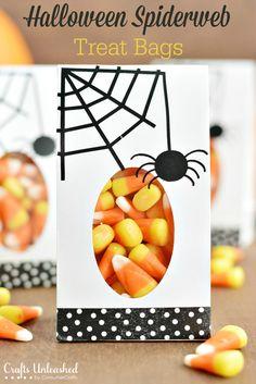 Last Minute Craft: Spiderweb DIY Halloween Treat Bags