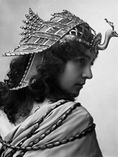 French Stage Beauty Eve Lavallière by Nadar, in Cleopatra style