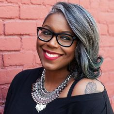 16 Ways to Flawlessly Rock Gray Hair - African American Hair - Hair Pelo Color Gris, Grey Hair Inspiration, Grey Hair Don't Care, Natural Hair Styles, Short Hair Styles, Silver Grey Hair, White Hair, Salt And Pepper Hair, Ageless Beauty