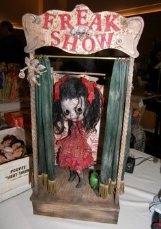freak show BJD girl in red dress. Just need a Robert smith doll in there now! Halloween Prop, Halloween Carnival, Vintage Halloween, Halloween Crafts, Halloween Decorations, Creepy Circus, Creepy Carnival, Creepy Dolls, Carnival Ideas
