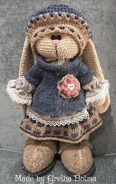 Mesmerizing Crochet an Amigurumi Rabbit Ideas. Lovely Crochet an Amigurumi Rabbit Ideas. Easter Crochet Patterns, Crochet Amigurumi Free Patterns, Crochet Doll Pattern, Crochet Bunny, Cute Crochet, Crochet Crafts, Crochet Projects, Knitting Patterns, Knitted Bunnies