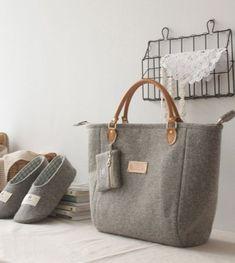 Artículos similares a Felt bag/ ECO Felt/ Handbag / Shoulder bag / Laptop/ Wool Felt Toto Bag/ Purse/ Grey en Etsy