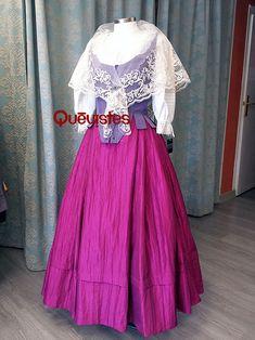 Falda de tafetan de 4L con lorza y haldar, ahuecador, blusa manga corta, corpiño y bobiné. Pvp:515€