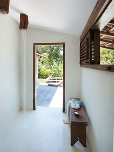 shower in a rustic beach house in bahia, brazil by the style files Chic Beach House, Beach House Tour, Coastal Living, Home And Living, Decoration Hall, Home And Deco, Rustic Chic, Rustic Bench, Rustic Wood