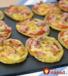 Patatas pizza - Arch Tutorial and Ideas Papa Pizza, Czech Recipes, Ethnic Recipes, Tapas, Latin Food, Gordon Ramsay, Brie, No Cook Meals, Food Porn