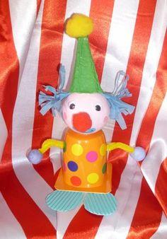 clown petit suisse Clown Cirque, Art Du Cirque, Clown Crafts, Carnival Crafts, Activities For Kids, Crafts For Kids, Clowning Around, Circus Theme, Elementary Art