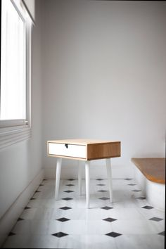 Nightstand / Bedside Table in oak, Mid-Century Modern Retro Scandinavian style with 1 or 2 drawers, drawer and legs on white