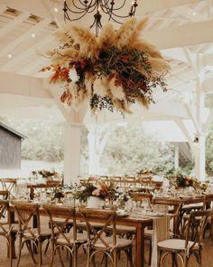 Capim dos Pampas na decoracao do casamento 39 Romantic Wedding Receptions, Romantic Weddings, Boho Wedding, Floral Wedding, Fall Wedding, Wedding Ceremony, Barn Weddings, Bohemian Weddings, Dream Wedding
