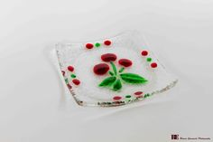 Squared handcrafted ashtray made of glass with transparent base and embossed floral design. By Pio Alverà. Made in Italy.