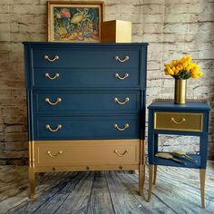 Dixie Belle Paint Bunker Hill & Gold Metallic paint by Dixie Belle…. by Mary G… Dixie Belle Paint Bunker Hill & Gold Metallic paint by Dixie Belle…. by Mary GraceHynes Refurbished Furniture, Paint Furniture, Repurposed Furniture, Furniture Projects, Furniture Makeover, Furniture Design, Gold Painted Furniture, Decoupage Furniture, Gold Dipped Furniture