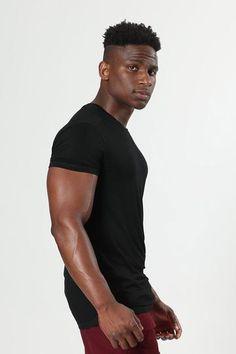 Fine Black Men, Gorgeous Black Men, Black Guys, Mens Workout Shirts, Hate Men, Body Poses, Gym Style, Muscular Men, Mens Fitness