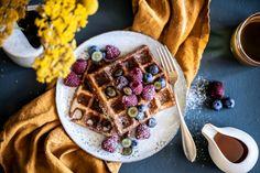 Vafle z žitného kavasu a kefíru Kitchenette, Kefir, Breakfast, Recipes, Food, Morning Coffee, Recipies, Essen, Meals