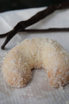 Vanillekipferl are very popular cookies in central Europe during Christmas. Follow my tips on how to make your own vanilla flavored crescent shaped cookies