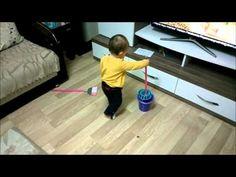 Oyuncak Viledayla Temizlik Yapan Bebek