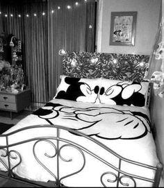 Mickey and Minnie Mouse decor love Mickey Mouse Bedroom, Mickey Mouse House, Minnie Mouse, Dream Bedroom, Girls Bedroom, Bedroom Decor, Bedroom Ideas, Deco Disney, Disney Mickey