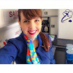 """""""Pense sempre positivamente, afinal você é tão forte e poderoso que nada pode ofuscar a luz de sua vitória."""" Linda Comissária da Azul Niwara Aryana! ✈ #azul #azulinhasaereas #comissaria #comissariadevoo #comissariadebordo #voeazul #aeromoça #aeroporto #aviao #brasil #sky #aviation #flightattendant #airport #airplane #crew #cabincrew #future #dream"""