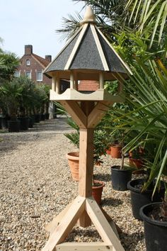 Mooi voederhuisje Back Garden Design, Bird Tables, Bird House Feeder, Bird Feeders, Wood Sculpture, Nesting Boxes, Wood Projects, Bird Houses, Woodworking