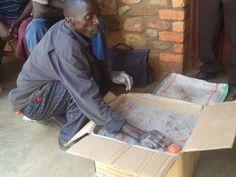 Vital conserve ses tomates dans la cendre. Photo credit: Jean de Dieu Ininahazwe
