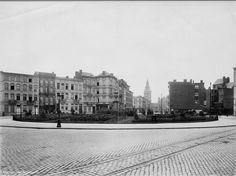 Lambermontplein (voor plaatsing standbeeld). In het midden van de foto Emiel Banningstraat. Op de achtergrond deel Zuidstation1908 Toen noemde het nog niet Lambermontplaats maar Leopold de Waelstraat.