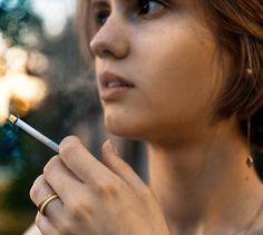 Boucheron ring (rose + yellow gold) on smoking girl