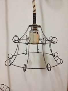 Lampara colgantes de alambre chica Make A Lampshade, Lampshades, Home Decor Wall Art, Diy Room Decor, Wire Crafts, Wire Art, Hanging Lights, Metal, Decorative Items