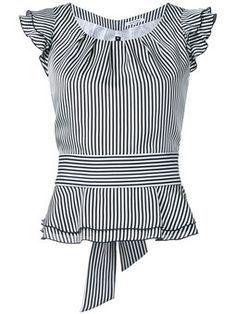 блузка в полоску с оборками на рукавах