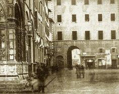 Arco dei Pecori prima del 1886/90, poi demolito, a sinistra la Loggia del Bigallo. #Firenze.