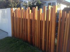 Building A Split Rail Fence . Building A Split Rail Fence . Fence Idea for the Yard Dog Run area Perfect for Us someday Front Yard Fence, Diy Fence, Backyard Fences, Garden Fencing, Garden Dividers, Fence Screening, Privacy Screen Outdoor, Building A Fence, Modern Fence