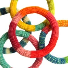 Seamless knitted bangles: free pattern