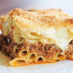 A classic pastitsio recipe - layers of ziti pasta with a beef and lamb sauce, bechamel and loads of cheese! Since we started hosting Sunday dinners at our house, the menu has been quite varied Rigatoni, Pasta Dishes, Food Dishes, Pasta Sauces, Pasta Recipes, Cooking Recipes, Lamb Recipes, Savoury Recipes, Casserole Recipes