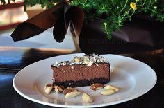 Tort de ciocolată cu mascarpone si nuci Brazilia: cum se face. Reteta de parfait cu blat de brownie, cheesecake cu ciocolata si ganache. Brownie Cheesecake, Parfait, Birthday Cake, Desserts, Mascarpone, Tailgate Desserts, Deserts, Birthday Cakes, Postres