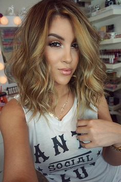 i just like the carmel color here. if/when i start dyeing my hair again, this would be a good color.