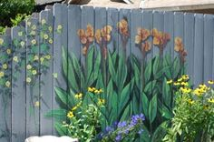 Turning Houses Into Homes: Decorating a back yard fence: Ideas for your outdoor living space