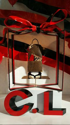 LOUIS VUITTON MERCHANDISING 5TH AVENUE