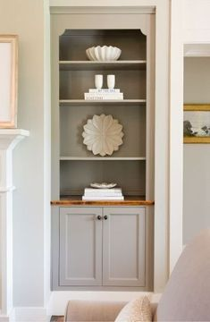 Example of alcove storage in sitting room. French Living Rooms, French Country Living Room, Home And Living, Modern Living, Alcove Storage, Alcove Shelving, Wood Storage, Diy Storage, Storage Shelves