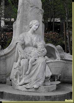 Statue du P'tit Quinquin (l'canchon dormoir) à Lille