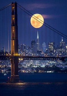 """ 'Salida de la luna sobre San Francisco' de Phil McGrew"""