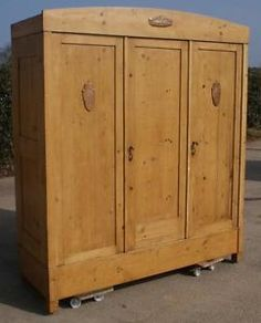 EARLY-20th-CENTURY-LARGE-ANTIQUE-GERMAN-SOLID-PINE-ARMOIRE-WARDROBE
