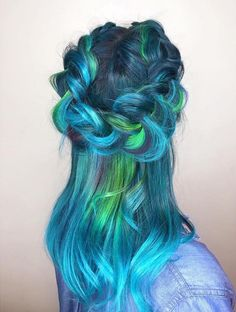 Vivid Mermaid Hair Trend Transforming Hair Into A Stunningly Styled Marine Artwork Inspired by beaches, fairytales and myths, the sea and the deep blue depths of the ocean, women are dyeing their hair. Pastel Ombre, Dyed Hair Pastel, Blonde Beach, Rainbow Hair, Hair Care Tips, Pretty Hairstyles, Style Hairstyle, Hairstyle Ideas, Decent Hairstyle