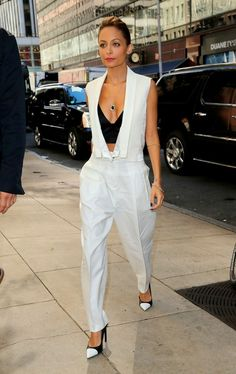 : Low-cut Nicole Richie in awesome white pantsuit|Lainey Gossip Entertainment Update
